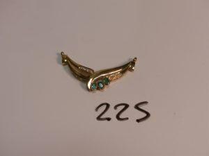 1 pendentif en or orné de 3 petites émeraudes et de petits diamants (à faire monter sur chaîne). PB 5,6g