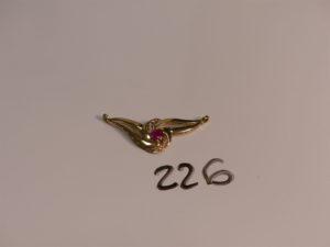 1 pendentif en or serti d'une pierre rouge et de petits diamants (à monter sur chaîne). PB 4,8g