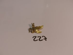1 broche en or à décor d'un oiseau orné de petites perles turquoises (4 chatons vides). PB 4,8g