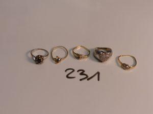 1 lot de 5 bagues en or ornées de petites pierres (abîmées,5 chatons vides, Td46/48/50/50/53). PB 11,6g