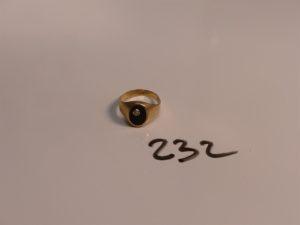 1 chevalière en or ornée d'un onyx et d'un petit diamant (Td59). PB 4g