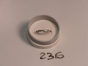 1 bague jarretière en or serti-griffes 7 petits diamants demi-taille (Td53). PB 2,8g