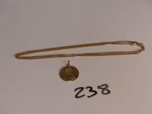 1 chaîne maille gourmette en or (L60cm) et 1 médaille de la Vierge en or. PB 10,1g
