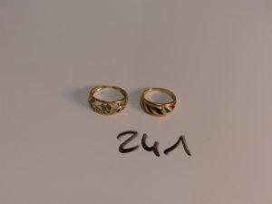 2 bagues en or (1 motif central émaillé Td51)(1 motif central à décor floral orné de petites pierres Td55). PB 5,8g