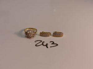1 bague en or ornée de pierres (TD54) et 2 boucles bicolores en or ornées de pierres. PB 6,6g