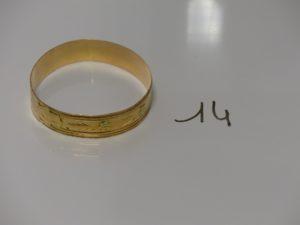 1 bracelet rigide en or à décor floral (diamètre 6,5cm). PB 28,4g