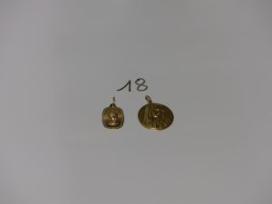2 médailles de la Vierge en or (1 gravée au verso). PB 7,9g