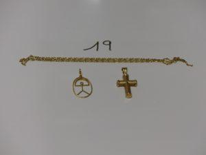 1 chaîne cassée, 1 croix (creuse) et 1 pendentif. Le tout en or PB 5,8g