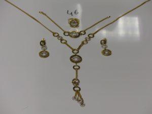 1 ensemble collier, bracelet, bague et paire de boucles en or, le tout à décor d'anneaux ornés de petites pierre (L54cm, 18cm et td55). PB 32,1g