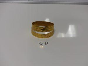 2 bracelets rigides à décor floral en or (diamètre 6,5cm). PB 34,6g