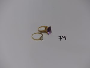 2 bagues en or(1 ornée d'une pierre violette td51 et 1 ornée d'une petite pierre blanche td56). PB 6,5g