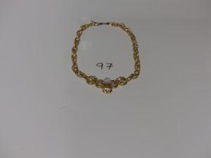 1 collier maille fantaisie en or motif central orné de strass et petites pierres (creux fragile, L42cm). PB 10,1g