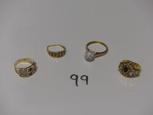 1 Lot de 4 bagues en or (3 ornées de petites pierres dont 1 monture abimée td52,54 et 57)(1 ornée de'une boule de strass td62). PB 11,6g