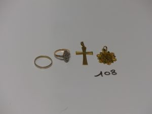 1 alliance en or (intérieur gravé td 56), 1 bague en or et platine style marquise ornée de petits diamants taille rose (1 chaton vide td52), 1 croix ouvragée en or et 1 médaille religieuse en or (verso gravé). PB 9,1g