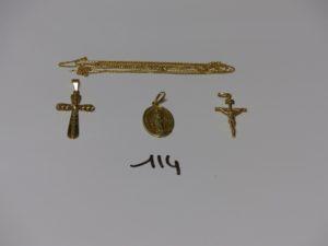 1 croix ouvragée, 1 Christ sur croix, 1 médaille de la vierge et 1 chaîne fine cassée. Le tout en or. PB 9,1g