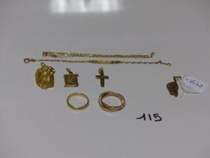"""1 chaîne fine (L46cm) 1 bracelet identité """"Franck""""(L14cm) 2 pendentifs (1 Christ, 1 petite plaque) 2 alliances (une à 3 brins Td56/ une Td51),1 croix. Le tout en or PB 14,6g (+1 pendentif en métal)"""