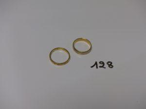 2 alliances en or : 1 bicolore (Td52) 1 ciselée (Td54). PB 6,3g