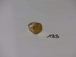 1 bague en or sertie d'1 pièce de 20Frs (Td64). PB 14,2g