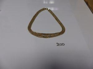 1 collier maille festonnée 3 ors (un peuabimé, L43cm). PB 23,7g