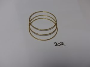 3 bracelets joncs en or (diamètre 6,5cm). PB 23g