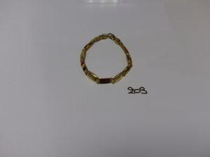 1 bracelet maille articulée en or à motifs décorés de drapeaux émaillés (L21cm). PB 16,3g