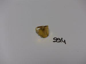 1 bague en or serti-griffes une pièce de 10frs (td52). PB 5,8g