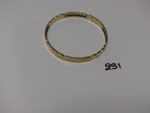 1 bracelet rigide ouvragé en or (petite soudure bas titre, diamètre 6cm). PB 8g