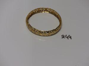 1 bracelet rigide en or à motif ajouré (diamètre 6,5cm). PB 23,8g