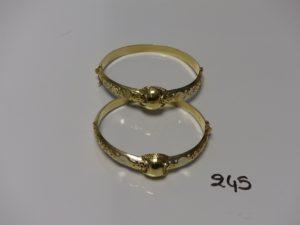 2 bracelets rigides ouvrants et ouvragés en or (diamètre 5,5/6cm). PB 29,1g