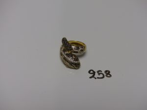 1 bague en or à décor d'un serpent orné de pierres (td54). PB 10,1g