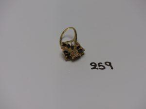 1 bague en or à décor floral orné de pierres (td56). PB 9,5g