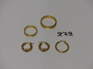 2 alliances gravées en or (td51/64) et 3 créoles en or (1 paire en or poli et granité). PB 15,8g