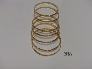 7 bracelets rigides ciselés en or (diamètre 7cm). PB 95,9g