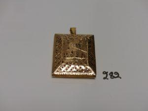 1 pendentif de la Mecque en or (un peu cabossé,H5,5cm). PB 26,1g