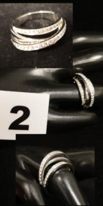 1 Bague en or gris 4 anneaux sertie de 3 lignes de diamants (TD53). PB 7,2g