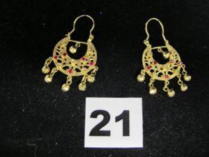 2 Boucles savoyardes en or réhaussées de pierres roses . PB 9,2g
