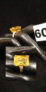 1 Bague en or réhaussée d'une pierre couleur miel ( TD 54). PB 5,2g