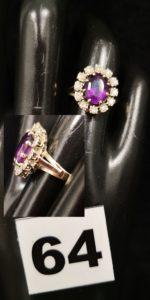 1 Bague en or gris type marguerite ornée d'une pierre violette dans un entourage de petits diamants (TD 52). PB 4,1g