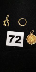 1 pendentif motif chiffre 13, 1 petite créole cabossée et 1 médaille St Christophe. Le tout en or. PB 2,9g