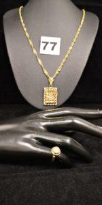 1 Chaine maille alternée (L 52), 1 pendentif ajouré (cabossé, L 3,7cm) et 1 bague enfant en dôme réhausséé de petites pierres (TD 42). Le tout en or. PB 10,7g