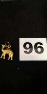 1 Pendentif en or motif chameau . PB 1,2g