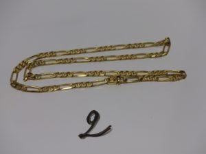 1 chaîne maille alternée en or, fermoir orné d'un petit saphir cabochon (L55cm). PB 40,2g