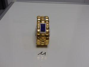 1 bracelet esclave ouvrant en or motif central orné d'1 pierre violette entourée petites pierres blanches (diamètre 5/7cm, creux).PB 45,7g