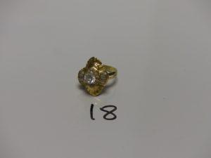 1 bague en or rehaussée de pierres (Td58). PB 6,4g