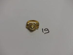 1 bague en or ornée d'un pavage de petites pierres (Td60). PB 6,9g