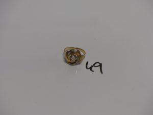 1 bague tourbillon bicolore en or et ornée de petites pierres (Td56). PB 3,9g