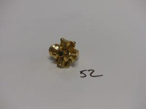 1 bague en or motif central orné d'une pierre verte (Td60). PB 6,4g