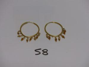 1 paire de créoles en or ornées de perles en pampille (en manque 3). PB 4,6g