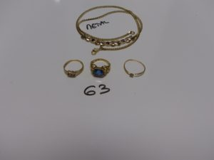 3 bagues en or : 1 ornée d'une pierre bleue (Td51) 1 bicolore ornée de 3 petites pierres bleues et de petits diamants (Td54) 1 cassée ornée d'une pierre blanche. PB 7,3g (+ 1 collier en métal)