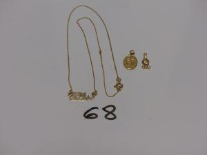 1 collier en or centre prénom (L40cm) et 2 petits pendentifs en or (1 titi et 1 signe du lion). PB 3,7g
